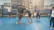 Thrust knee